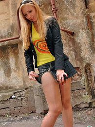 Outdoor upskirt flashing of sizzling hot chick in flesh-colored pantyhose pictures at adspics.com