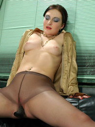 Nasty chick spreading her pantyhose clad legs wide for dildotoying her muff pictures