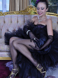 Dazzling hottie in burlesque style outfit with gloves and classy stockings pictures at kilosex.com
