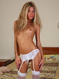 Adorable blonde in white full-fashioned stockings shows off her ass cheeks pictures at freekiloclips.com