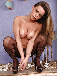 Kinky shemale in spike heel shoes playing with her pantyhosed cock on floor pictures at dailyadult.info