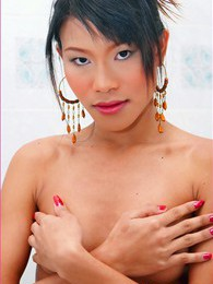 Ling Ling pictures at kilosex.com