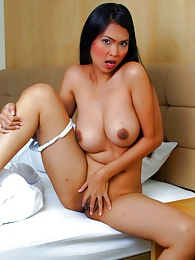 Thai babe Noi pictures at find-best-lingerie.com