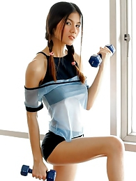 Thai bombshell Natt Chanapa keeping fit at the gym pictures at lingerie-mania.com
