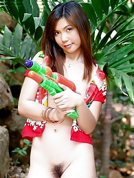 Ying Charintip cools off on the shade with her super soaker pictures