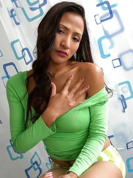 Teaza teasing us in her green garments pictures at kilovideos.com