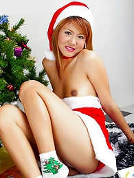 Santa's favorite little helper Jas shows her gifts pictures at find-best-hardcore.com