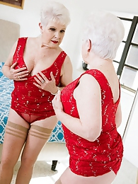 Jewel Fucks Her Granddaughter's Boyfriend pictures at find-best-tits.com