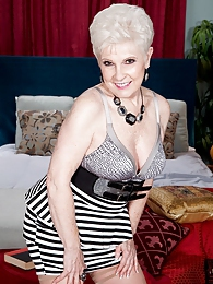 Now 65, Jewel Returns For A Creampie pictures at kilosex.com