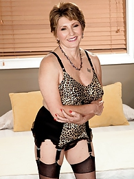 Classic Lingerie, Classic Beauty, Brand-new Bea Cummins Scene pictures at kilogirls.com