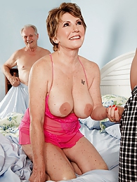 Its Beas Hubby A Cuckold? Or Was He In On This? pics