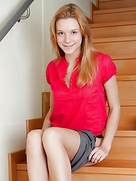 Sexy coed Kery plays with her pussy on the stairs pictures at kilosex.com