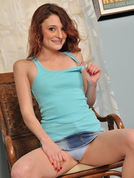 Scarlett is a sexy amateur redhead pictures at kilogirls.com