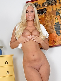 Blonde bombshell Sara rubs her snatch pictures at adipics.com