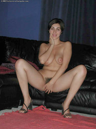 Amateur shows off natural breasts and hairy pie pictures at kilosex.com