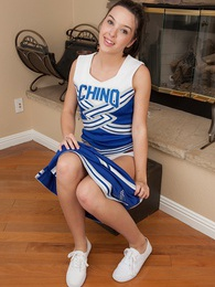 Cheerleader Jaslene Jade spreads her shaved pussy lips pictures at dailyadult.info