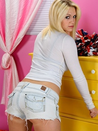 Spunky teen Marissa Jordan strips butt ass naked pictures at freekiloclips.com