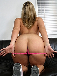 Blond cutie Kaycee Brooks exposes her bare thick ass pictures at find-best-lingerie.com