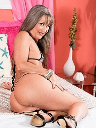 Lay Leilani Lei pictures at freekilosex.com