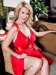 The Busty Super-milf Returns pictures at kilogirls.com