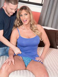 Lynn Is A Hot Housewife pictures at sgirls.net