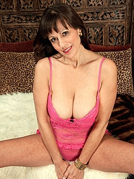 Toris Back For More pictures at find-best-mature.com