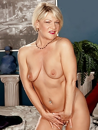 Next Door Sexy, Naughty MILF pictures at kilovideos.com