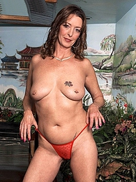 This Is What A Small-town Milf Does For Fun pictures at freekilomovies.com