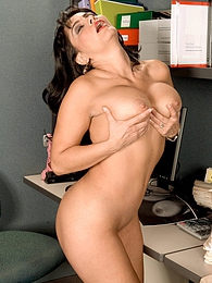 Uber-sexy Secretary pictures at kilopics.com
