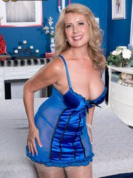 Welcome The New Hot Mama pictures at lingerie-mania.com
