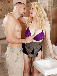 Fucking Venice All Knight On The Ladies Room Floor pictures at find-best-babes.com