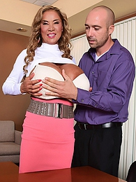 Mega-Boobs Office pictures at dailyadult.info