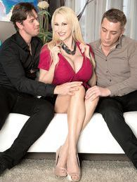 A Sandra Star Sandwich pictures at freekilosex.com