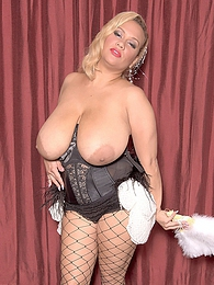 Busty Burlesk pictures at find-best-panties.com