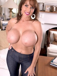 The Good Busty Wife pictures at sgirls.net