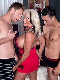 Cumming-on Party For A Mature Bra-buster pictures at kilotop.com