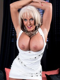 Hot Mama pictures at freekilosex.com