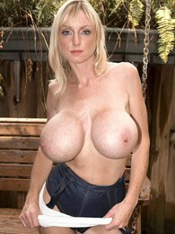 Busty Swinger pictures at find-best-babes.com