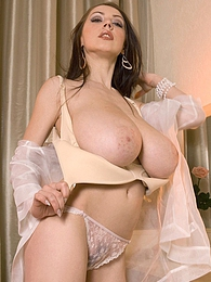 Pumpin Merilyn pictures at find-best-lingerie.com