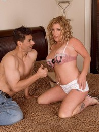 Milf Hosedown pictures at freekilosex.com