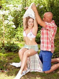 Picnic Pounding pictures at freekiloporn.com