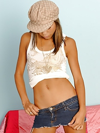 Showing off her body on the couch pictures at dailyadult.info