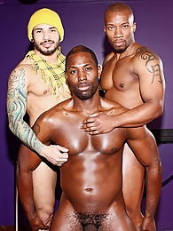 Tattooed Hunks Interracial Gay Fucking pictures at kilosex.com