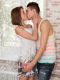 Free Kissing Sex Pictures and Free Kissing Porn Movies