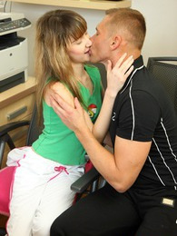 A pretty hot teenage secretary fucked at office hardcore pictures