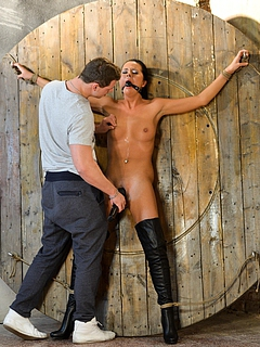 Free BDSM Porn Movies and Free BDSM Sex Pictures