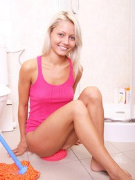 Toilet cleaning babe rubs herself with her damp fingers pictures at lingerie-mania.com