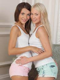 This is what all lesbians should look like so very hot! pictures at sgirls.net