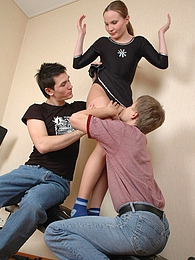Sporty chick lowers her hose and mastering in gym her fucking skills in FMM pictures at kilovideos.com