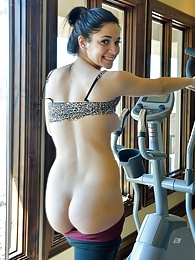 Nicki Hot Gym Girl pictures at lingerie-mania.com